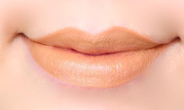 MAC Lipstick Swatch Siss