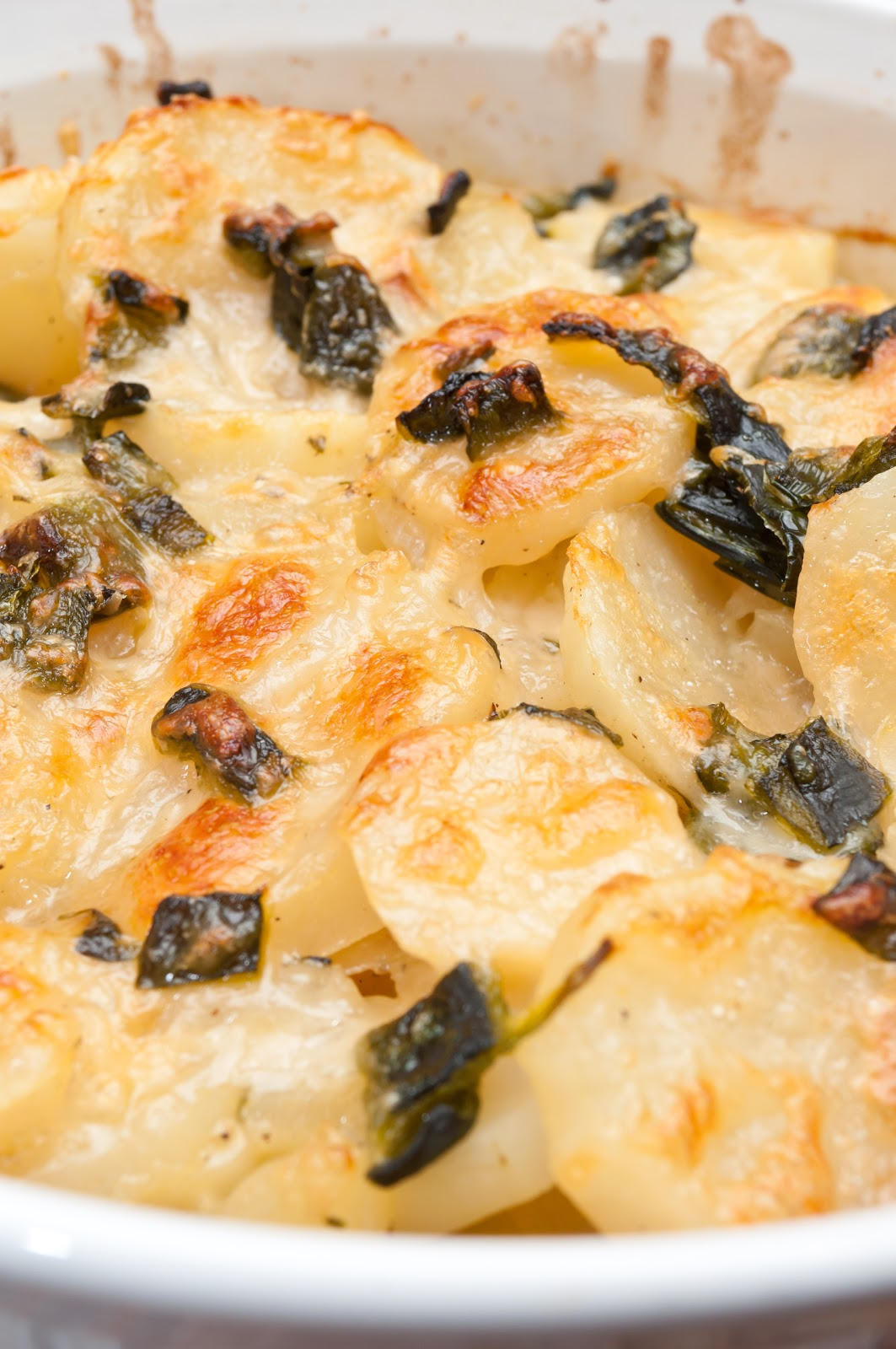 Hedlund home cooking light scalloped potatoes with roasted chiles of the food network magazine it was from a section titled hot potatoes the magazine had four different scalloped potato recipes forumfinder Choice Image