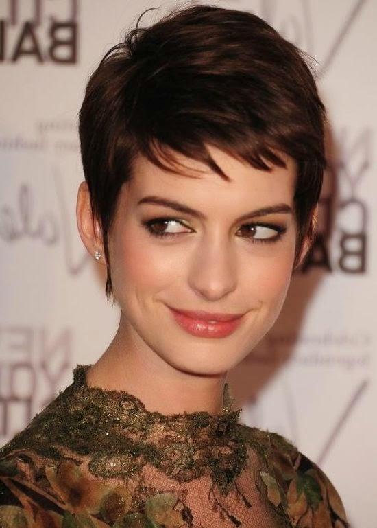 Haare rundes kurze gesicht damen Kurze Frisuren