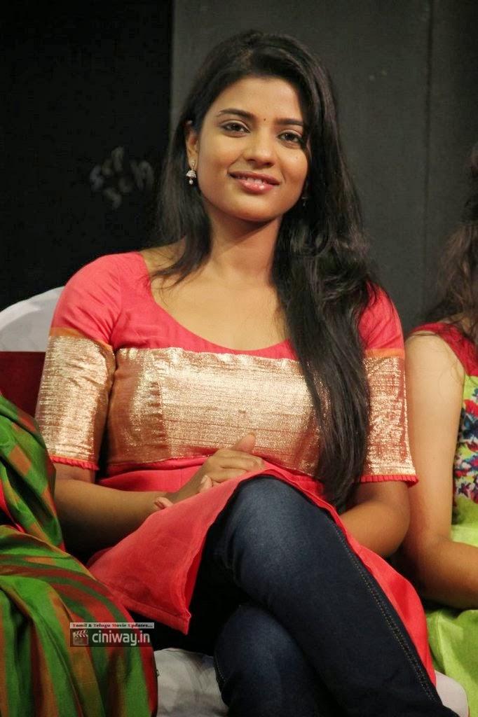 Iyshwarya-Rajesh-Stills-at-Alaiye-Alaiye-Movie-Audio-Launch