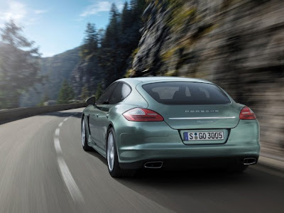 New-Porsche-Panamera-Diesel-2012-Back-View