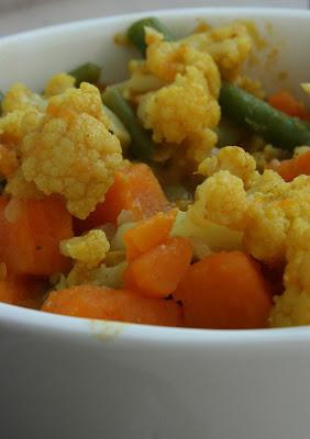 Curry z kalafiora i słodkich ziemniaków