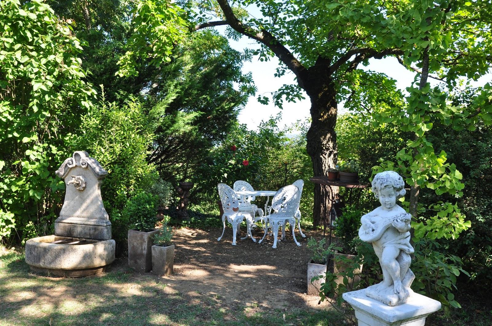 Le jardin du bois joli un petit coin de jardin romantique - Salon jardin romantique ...