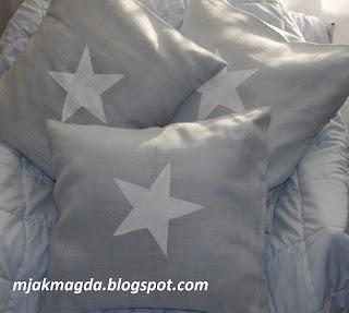 ozdobna lniana rbłękitna ręcznie malowana poduszka z błękitnego perłowego lnu ręcznie malowana biała gwiazdka