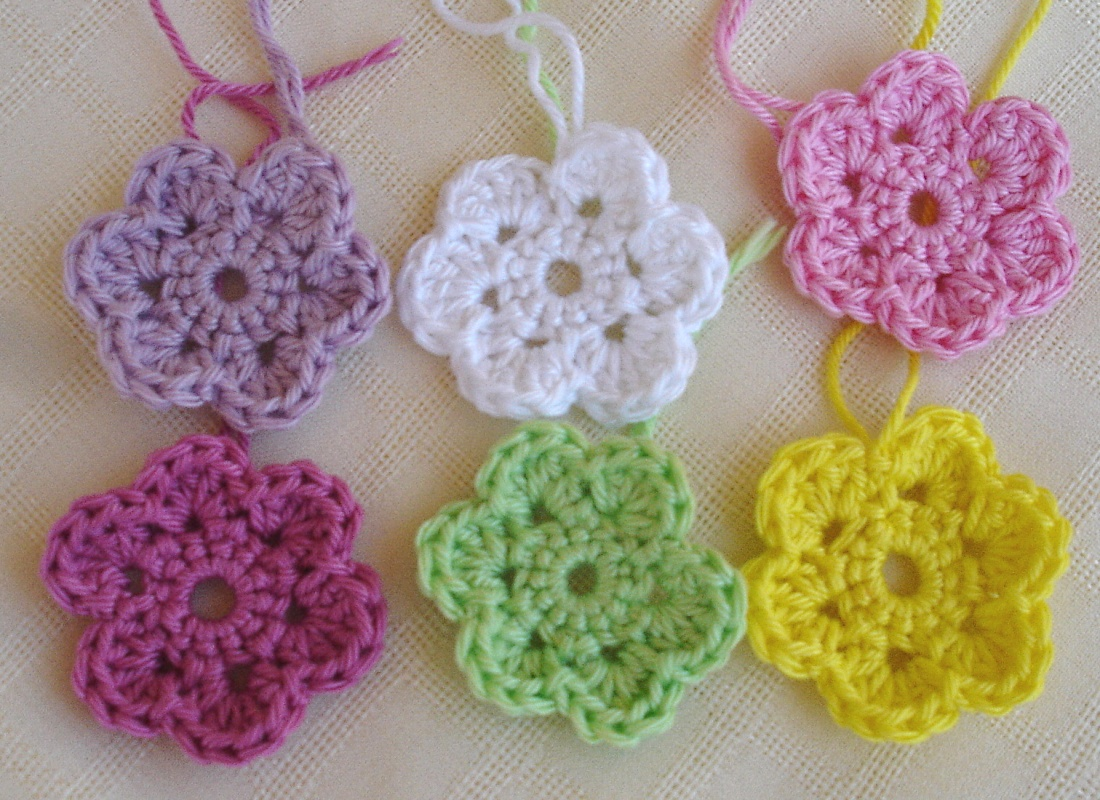 Free Online Printable Crochet Patterns : Is it a toy: Crochet doodle flowers free pattern