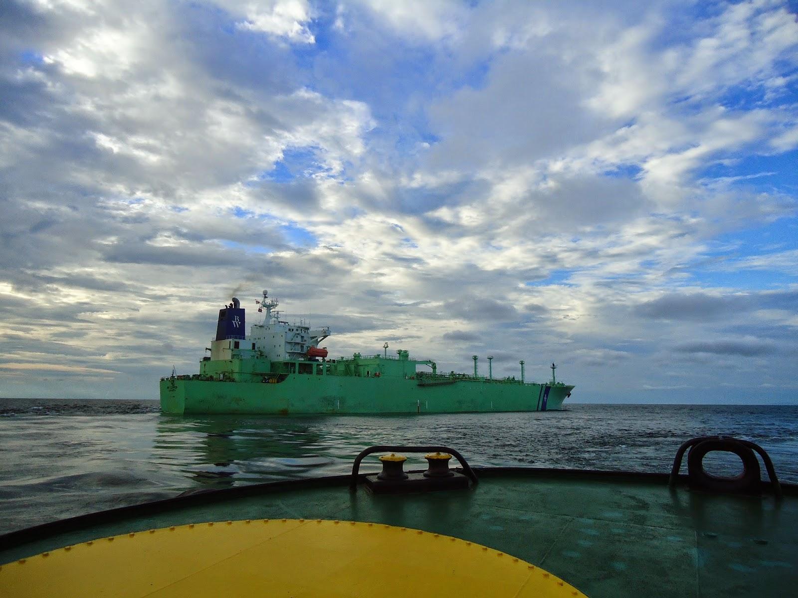 Proses Docking Kapal Gas dan Kapal LNG
