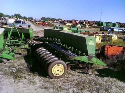 EQ-22827 John Deere LZ Drill