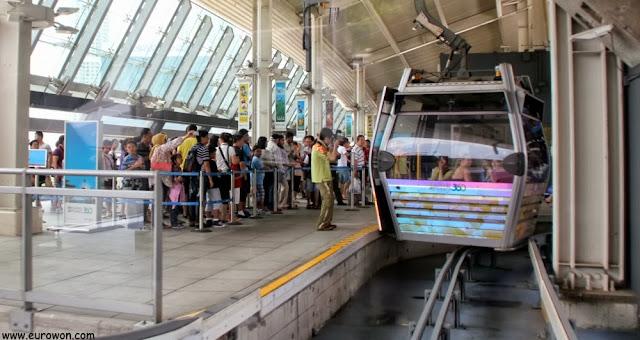 Cabinas del teleférico de Lantau en Hong Kong
