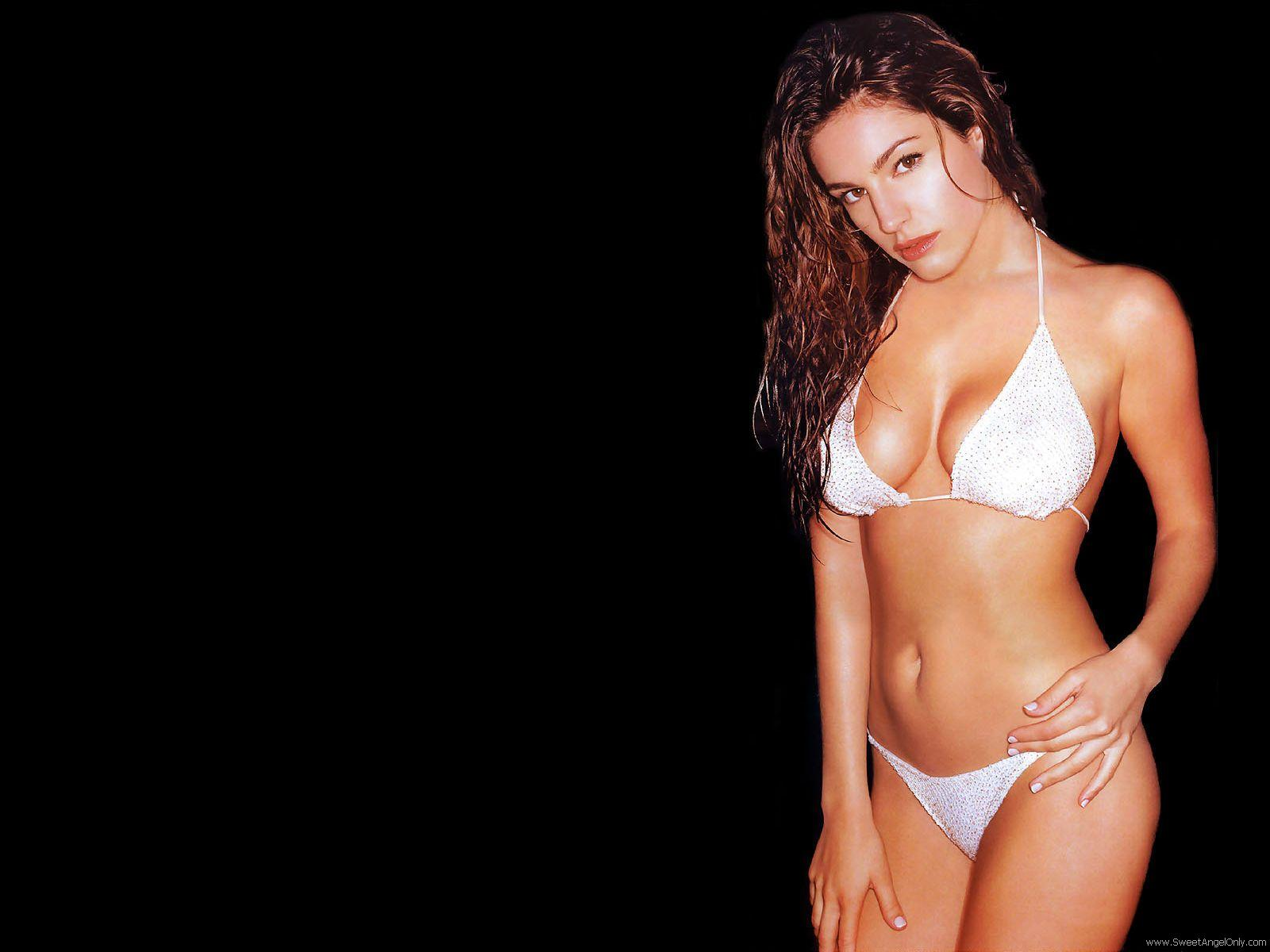 http://1.bp.blogspot.com/-Fg1t5iSyVHw/Td6x1p86alI/AAAAAAAAFWc/gXml7eW213M/s1600/kelly_brook_a_HD_Wallpaper_in_a_05.jpg