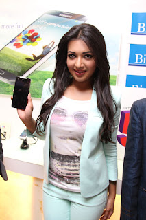 Actress Catherine Tresa Pictures in Skinny Jeans at BIG C Mobile Store Launch 0019.jpg