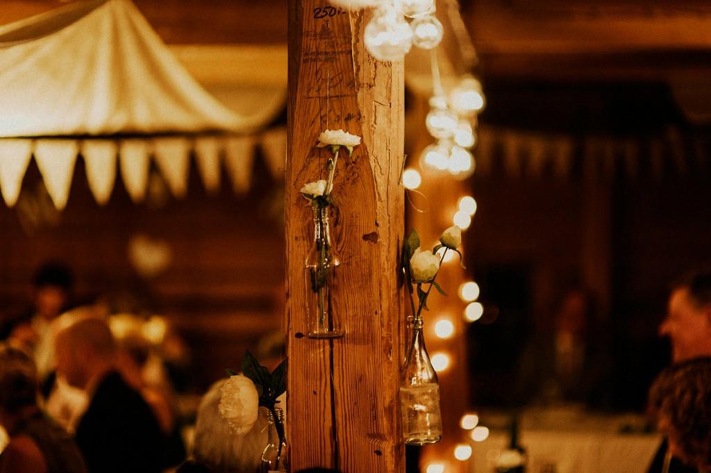 Bröllopsfest | dekoration | inspiration | belysning | flaskor