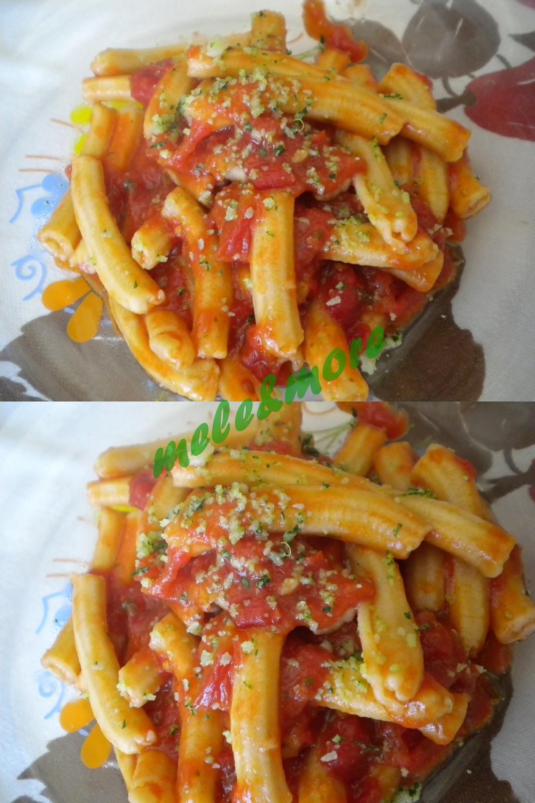 Mele more impasto per pasta trafilata al torchio maccheroncini rigati for Ricette per pasta