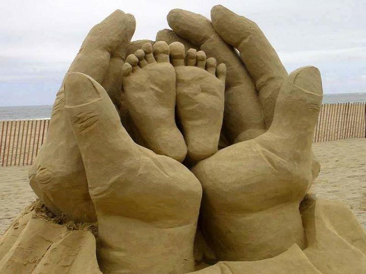 Patung-Pasir-Kaki-keluarga