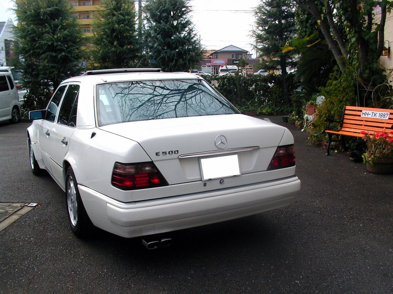 Mercedes Benz E500 W124 White Benztuning