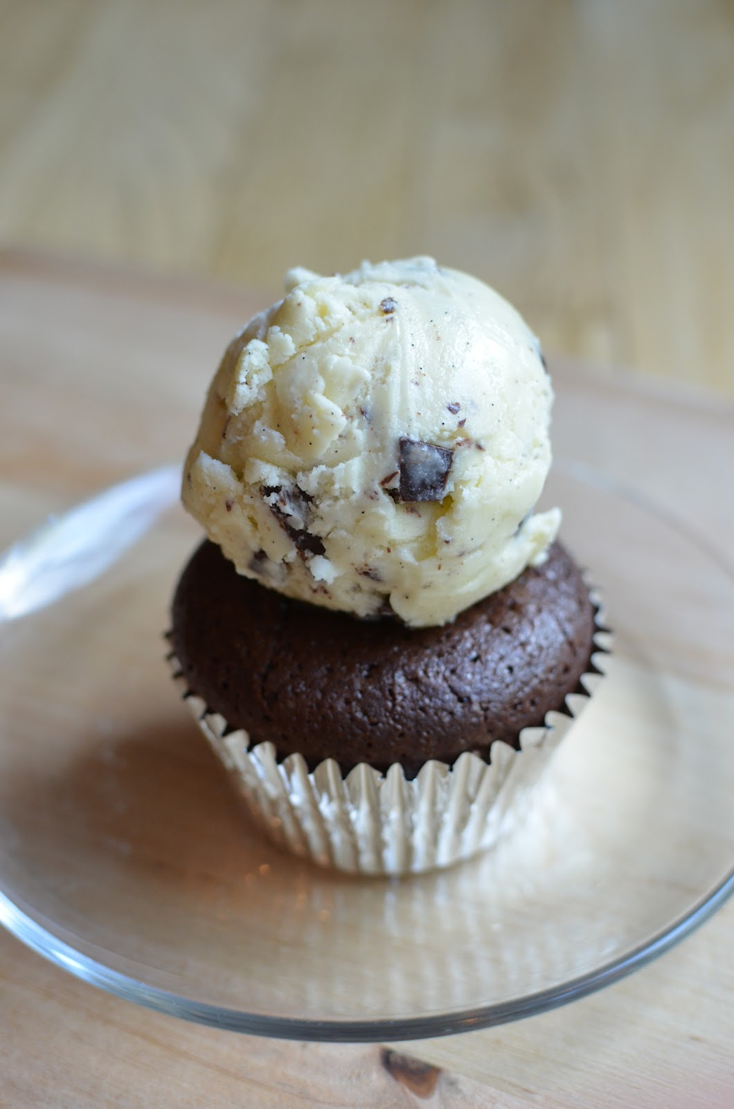 Playing with Flour: Brownie cupcakes with peppermint filling
