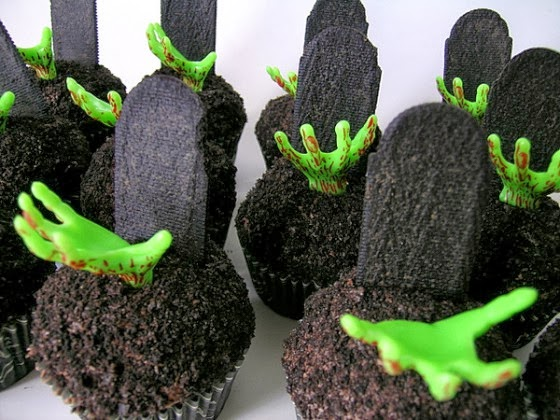 Spooky Halloween cupcakes decorations