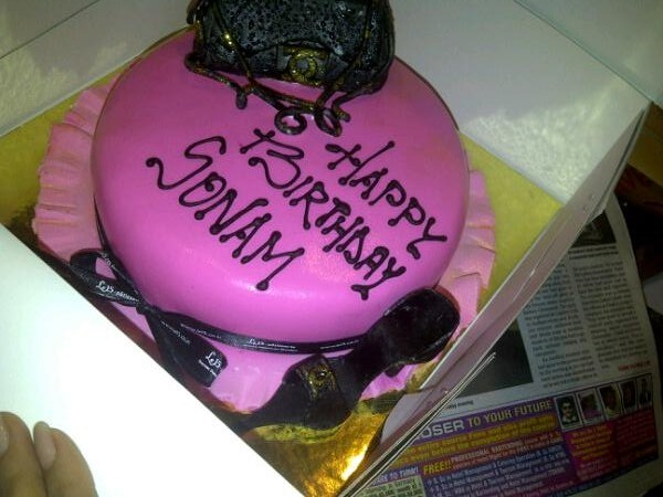 Birthday Cake Images With Name Raj : Asha Ashish: Sonam Kapoor s Birthday cakes