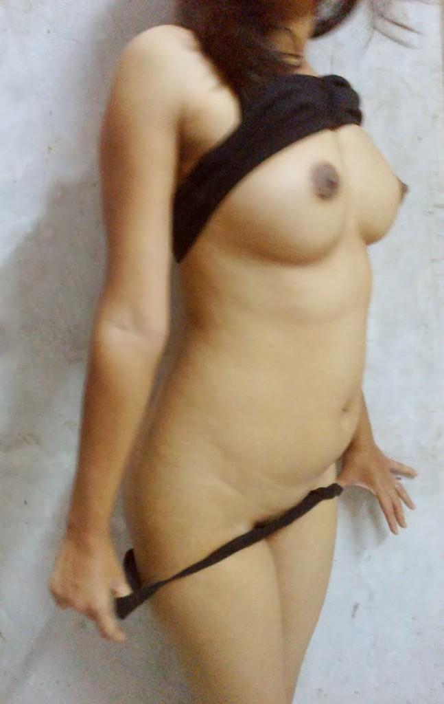 Beautiful desi indian girls and bhabhi indianudesi.com
