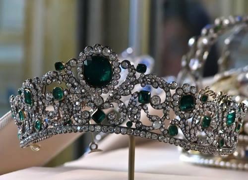 Le hameau de la reine i gioielli di maria antonietta for Tiara di diamanti