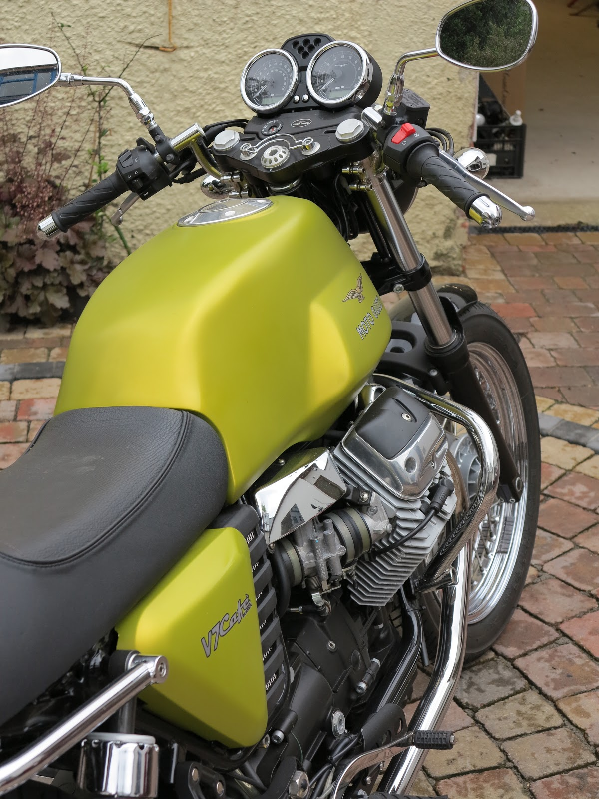 Benzina: Moto Guzzi V7 Cafe Classic for sale