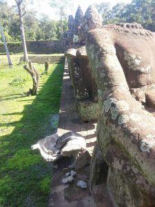 http://kimedia.blogspot.com/2014/08/angkor-statue-loses-replica-head.html