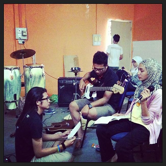 hamdan ammar feseni universiti malaya pop band Qiela Rossidi waniey khirzuan