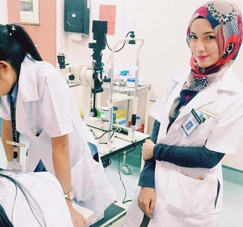 Siapa Doktor Jelita yang Buat Ramai Jejaka Tiba-Tiba Jatuh Sakit Ini