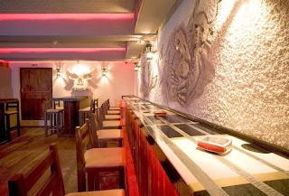 Рок Бар RockIT - долно ниво бар декориран като китара