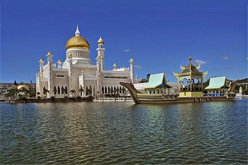 Masjid Sultan Omar Ali Saifuddin  – Brunei Darussalam