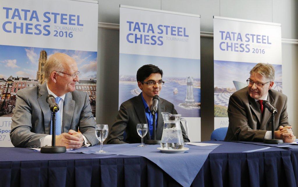 Le joueur des Pays-Bas Anish Giri était de retour de Bilbao pour participer à la conférence de presse - Photo © Tata Steel Chess Twitter