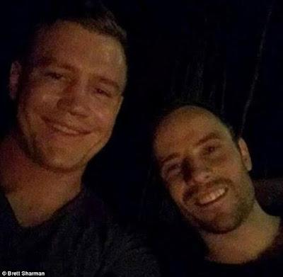 oscar pistorius smiling selfie after jail release