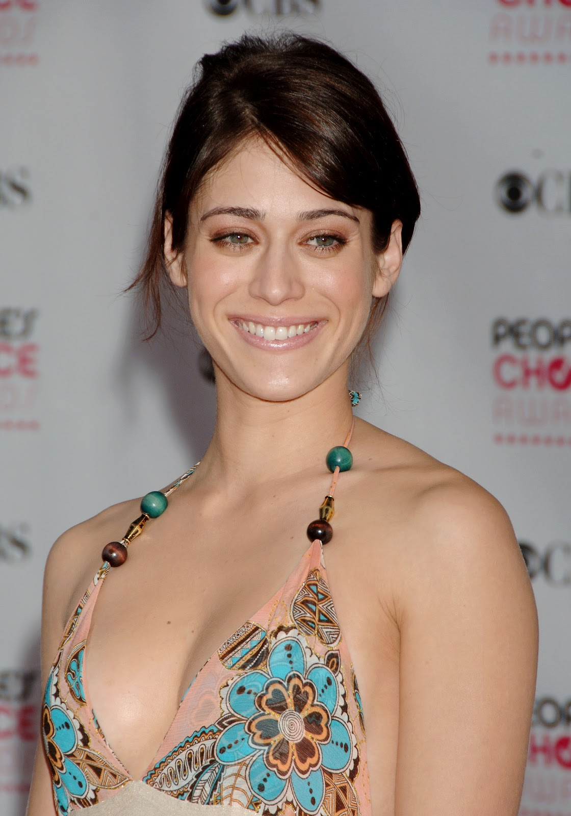 lizzy caplan sexy pic