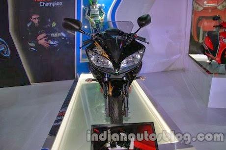 otoasia.net - YZF-R15 Special Edition semakin memperbanyak inspirasi livery motor sport Yamaha yang rencana akan diluncurkan di Indonesia ini. Sebelumnya juga terdapat spayshot Yamaha R15 ini dengan mengusung livery terbaru motoGP.