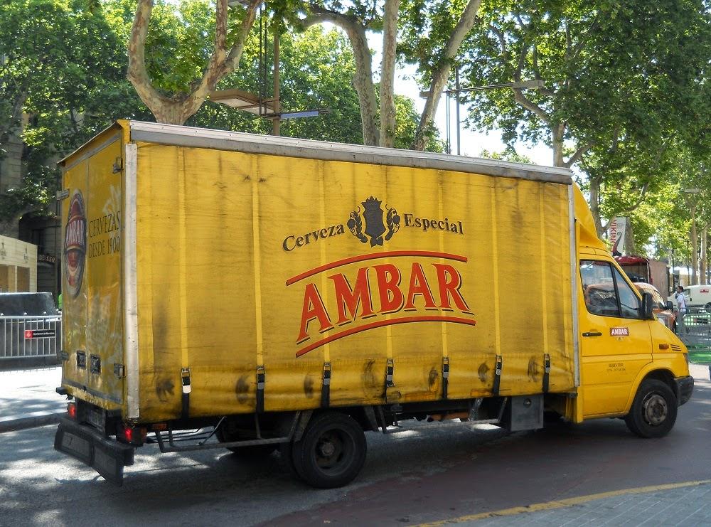 camión de reparto de la cerveza especial ambar