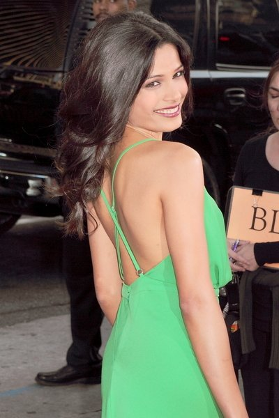 charming freida pinto photos 02