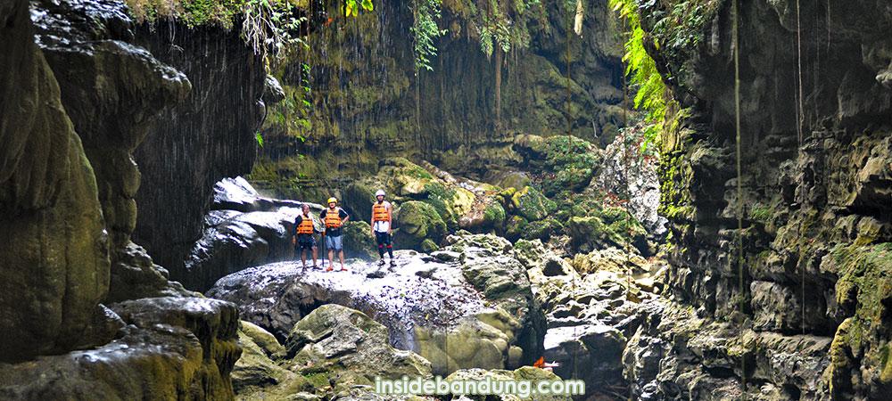 paket wisata bandung - green canyon murah