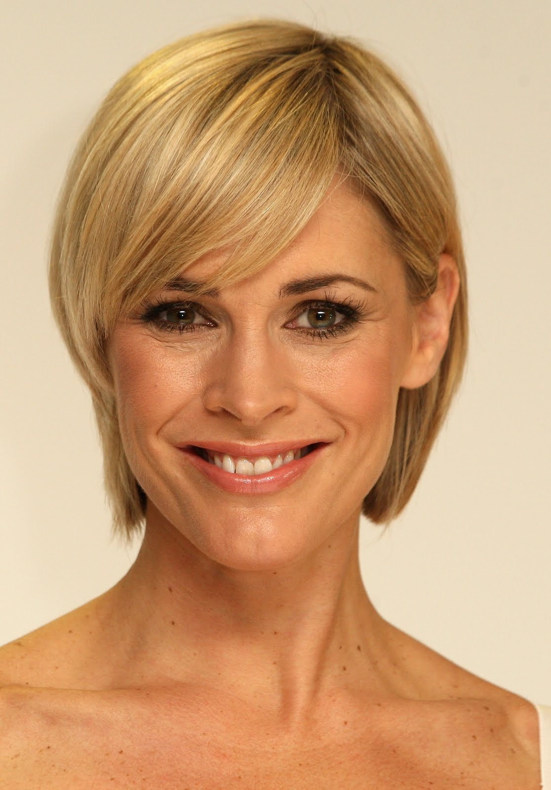 short-hairstyles-for-oval-faces-2011-.jpg