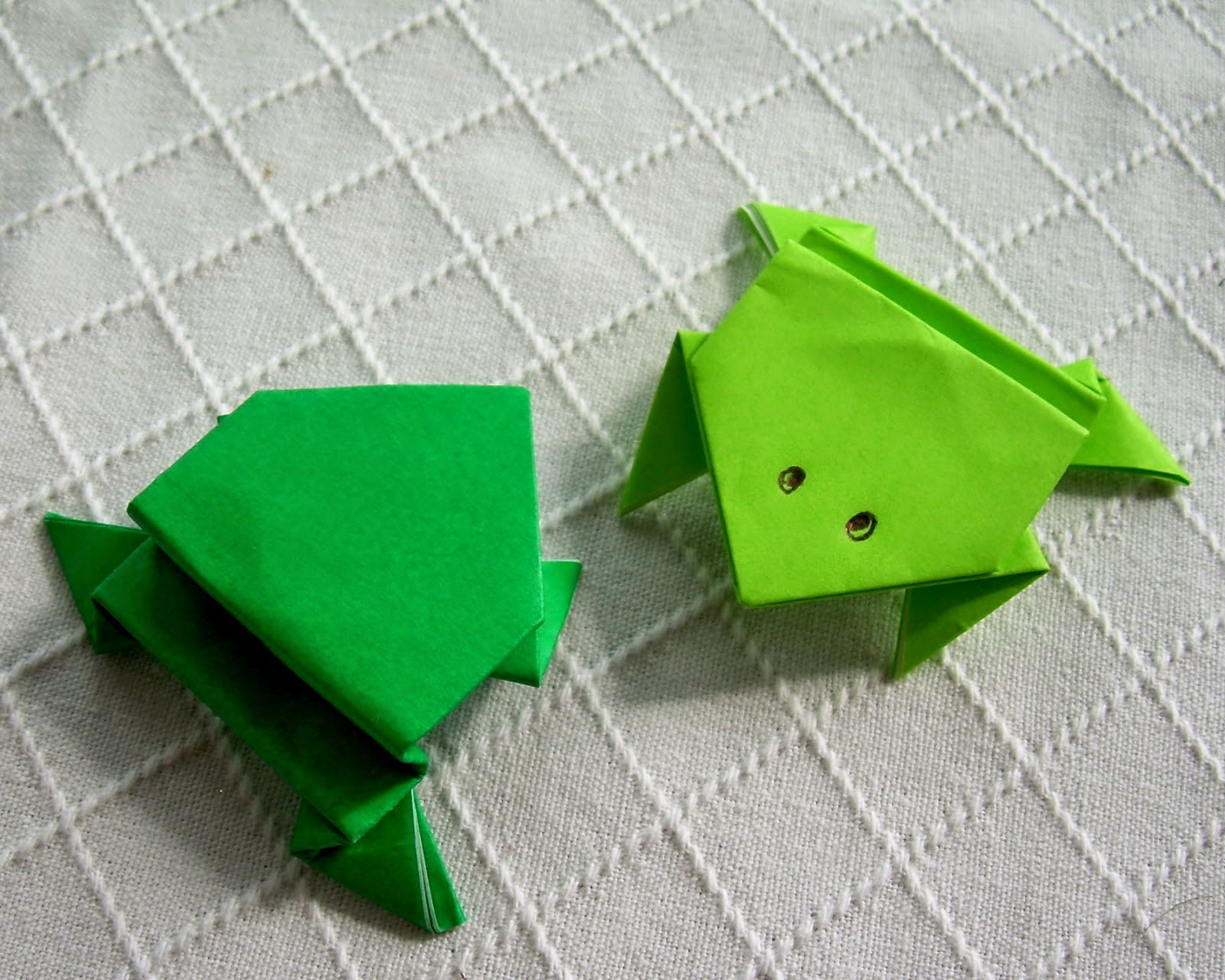 origami jumping frog