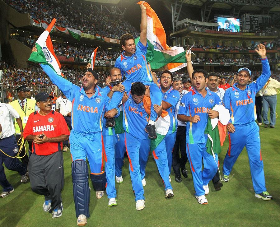 Bollywood star Amin Khan enjoy world cup final at Wankhede Stadium in ...
