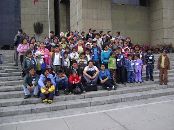Alumnos y Profesores del Colegio VIC de Huayán - Feria de Valores (Octubre 2009)