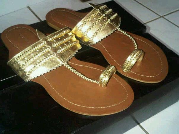 Aneka model sepatu sandal wanita murah,sandal wanita model Gold