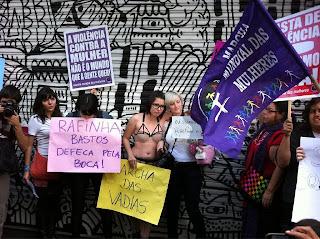 protestos contra Rafinha Bastos na Marcha das Vadias de São Paulo