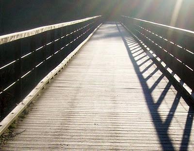 Brücke die ins Nichts führt