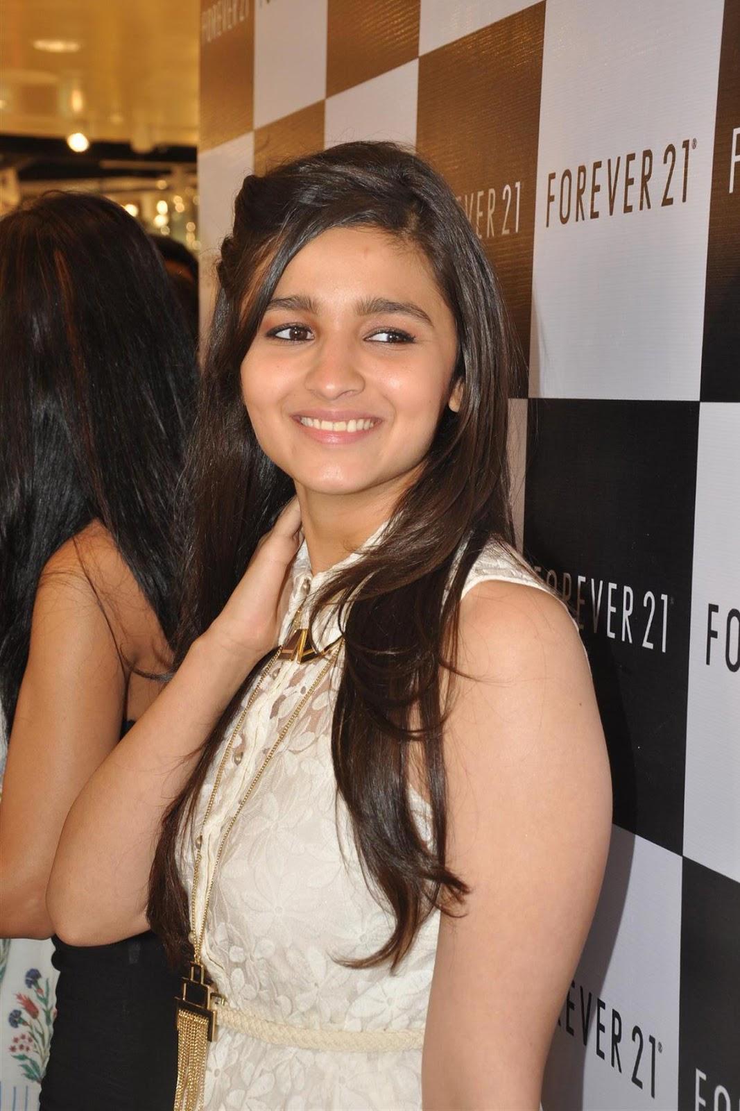 Stylish young nude indian girl shanaya xxx movies 9