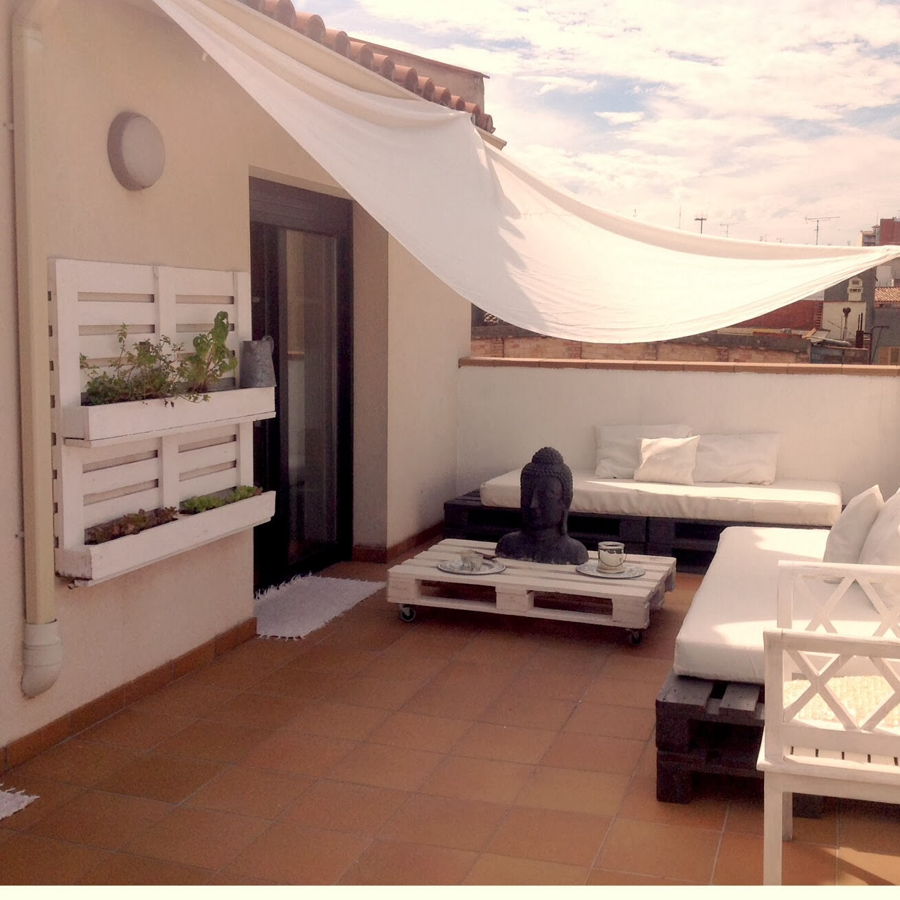 Sobesonhome mi terraza chill out de palets for Pared con palets
