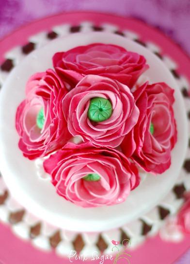 kessy 39 s pink sugar ranunkel torte und rosenwasser cupcakes. Black Bedroom Furniture Sets. Home Design Ideas