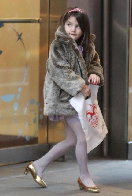 La moda de los niños famosos Suri-fao-december-14-2011