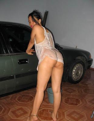 foto telanjang tante saat cuci mobil