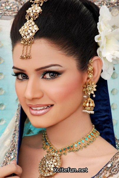 Bridal Smokey Eyes Shimmer Makeup And Mehndi Designs Collection !