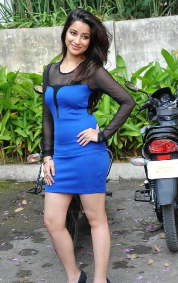 Telugu movie actress Madhurima new photos, Madhurima in short skirt,